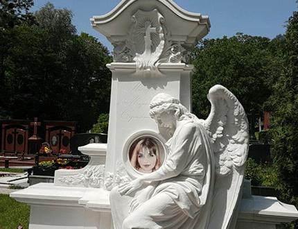 Изготовление памятников ангелочек из белого мрамора