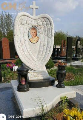 Детский мраморный памятник скульптура с крылышками